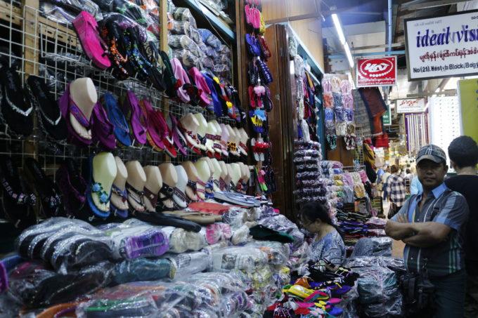 ミャンマーの市場で見付けたサンダル