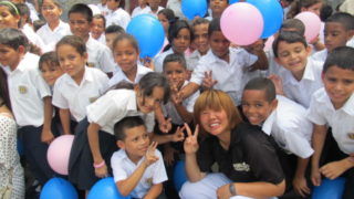 ベネズエラで現地の子どもたちと交流の様子