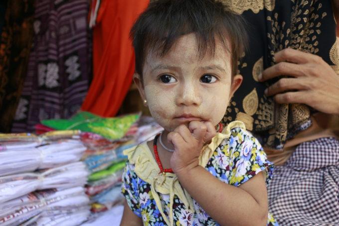 ミャンマーで出会った女の子